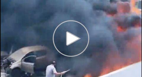 اندلاع حريق في مجمع لخردة السيارات في مدينة اللد