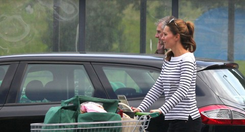 اول صور لكيت مدلتون وهي تتسوق بعد الولادة