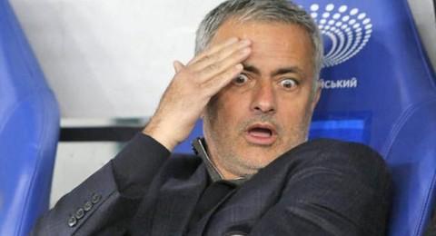 لماذا طرد مورينيو بين شوطي مباراة وست هام وتشيلسي؟