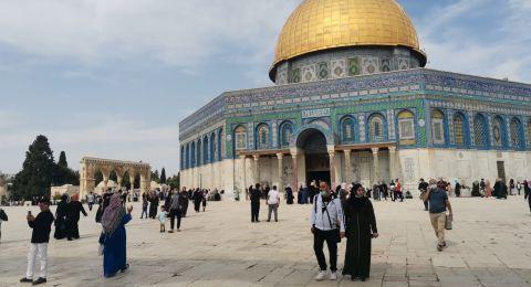 الآلاف يتوافدون إلى المسجد الأقصى للاحتفال بالمولد النبوي الشريف