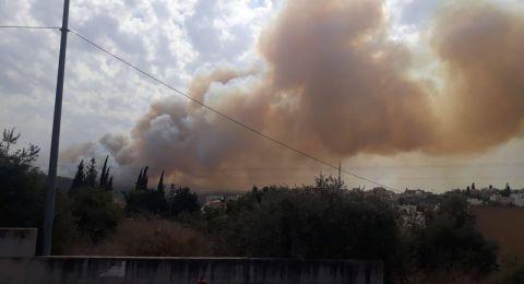 الحريق يقترب من البيوت في كفر قرع وبرطعة .. وإغلاق شارع 65