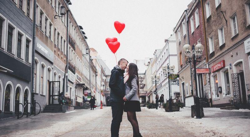 هذه الأبراج تنجرف بعواطفها وتعلن حبها بسرعة وتنتهي بقلب محطم!