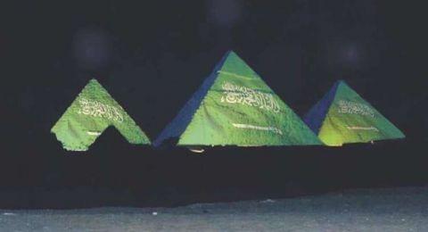 مصر توضح حقيقة إضاءة الأهرامات بـ