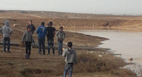 النقب: بعد ان اغلقت مياه الأمطار طريقهم 150 طالب يعلقون دراستهم