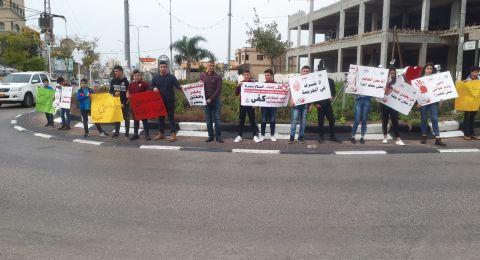 وقفة احتجاجية على أحداث العنف تنظمها مدرسة ابن خلدون الاعدادية في سخنين