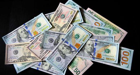 استمرار انخفاض أسعار العملات
