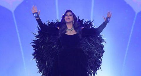 مجوهرات أحلام في حفل الرياض تثير الجدل