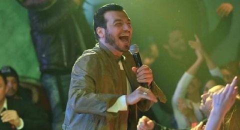 الفنان المصري إيهاب توفيق يتعرض لانتقادات بأول ظهوره له بعد وفاة والده