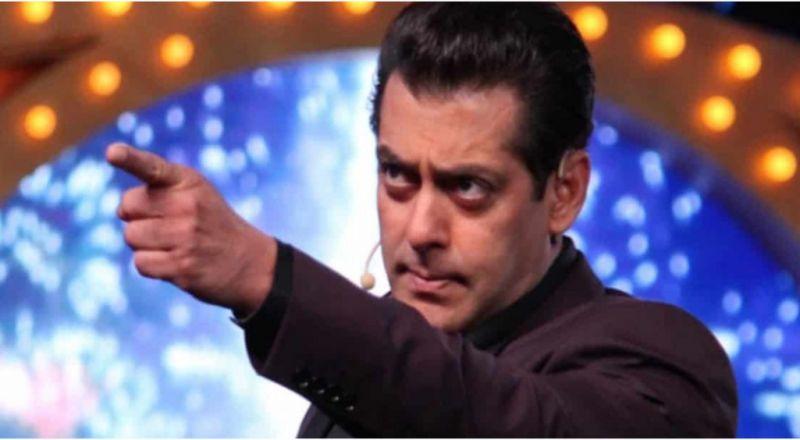 سلمان خان يفقد أعصابه مع أحد المعجبين.. شاهدي ما فعله!