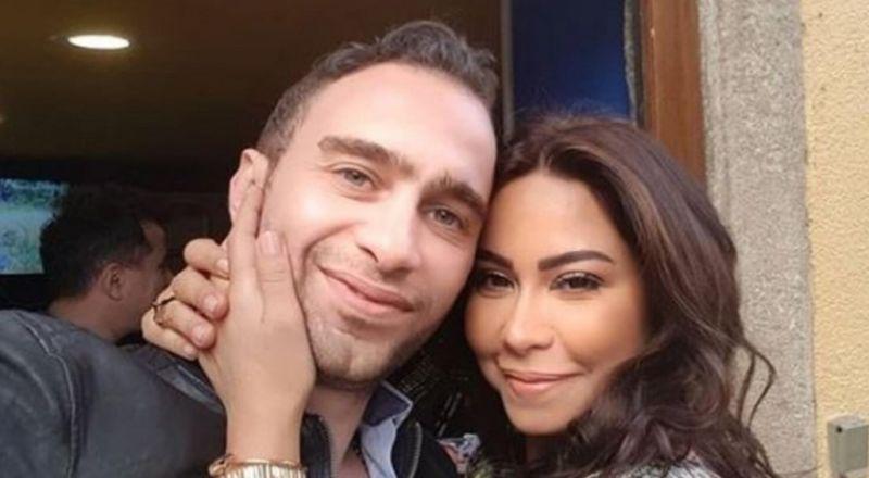 ما قصة صورة بكاء شيرين ومواساة حسام حبيب لها في المطار؟