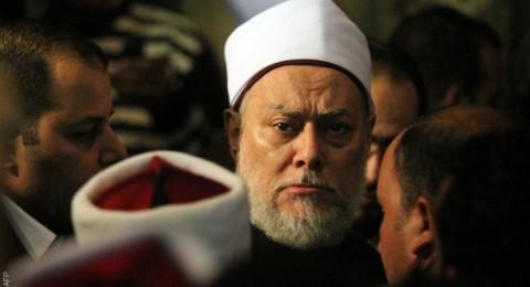 الشيخ علي جمعة يحدد مكانين لا يجوز فيهما صلاة الفرض