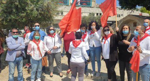 قافلة سيارات رمزية بأعلامها الحمراء في الأول من أيار في الناصرة