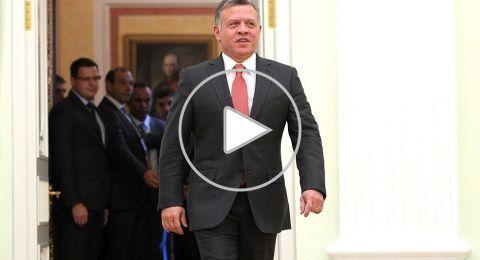 ملك الأردن يصل السعودية بملابس الإحرام