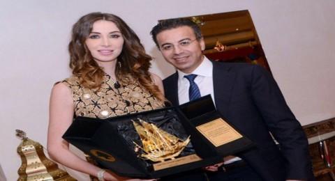 تكريم أنابيلا هلال وزوجها في الكويت!