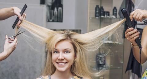كيفية قص الشعر بشكل صحيح في المنزل