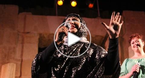 الفنانة الموريتانية معلومة منت الميداح تسحر الجمهور في مهرجان جرش