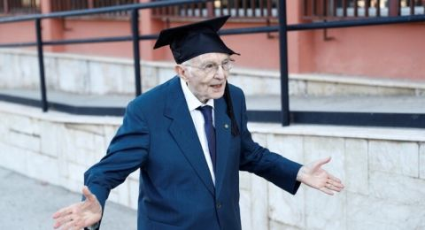 بعمر 96 عاما.. شاهدوا تخرج الطالب الأكبر سنا في إيطاليا