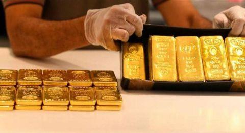الذهب يسجل انخفاضا مع توقف خسائر الدولار