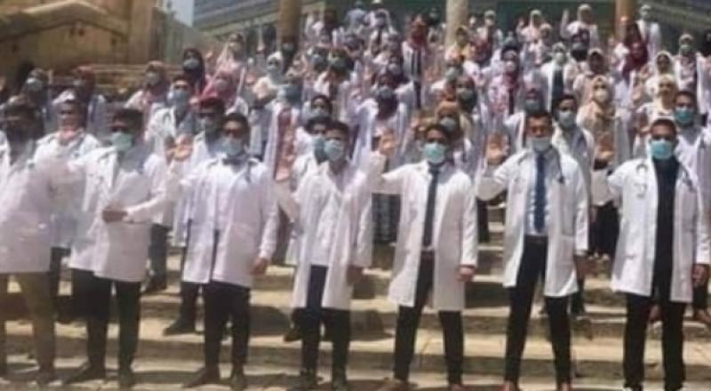 أطباء فلسطينيون يؤدون قَسَمهم في المسجد الأقصى