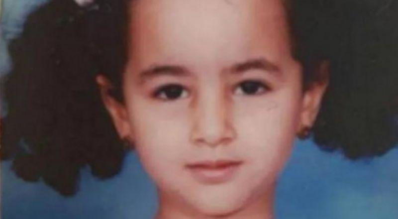 هذه الطفلة في الصورة أصبحت ممثلة مصرية جذابة