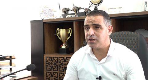 أمجد يحيى، مدير مدرسة في اكسال: