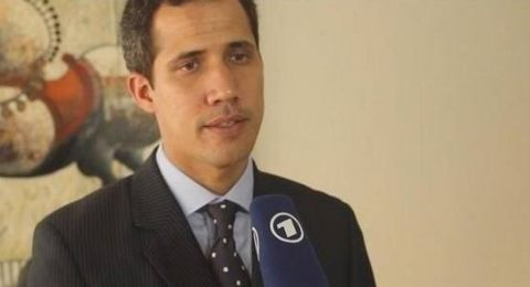 المدعي العام الفنزويلي يمنع غوايدو من مغادرة البلاد ويجمّد حساباته المصرفية