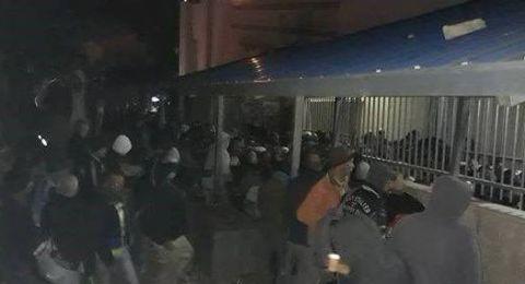 إصابات واختناقات في صفوف العمال الفلسطينيين على حاجز بيت صفافا