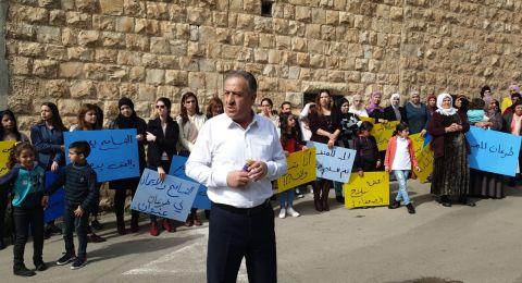 طرعان ترفض العنف بوقفة احتجاجية