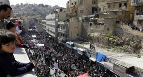 آلاف الاردنيين يطالبون بطرد السفير الاسرائيلي واسقاط اتفاقية