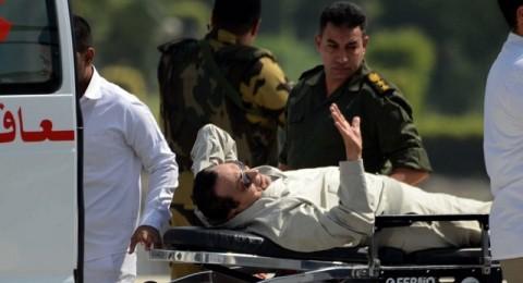 إسعاف مبارك إثر تعرضه لوعكة صحية أثناء محاكمته في