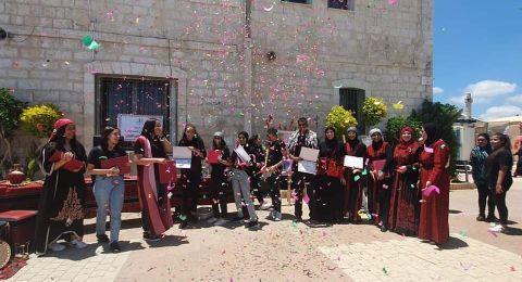 بأجواء من الفرح والسرور مدرسة الهدى الثانوية – الرملةً تحتفل بتخريج الفوج العاشر من طلاب الثاني عشر