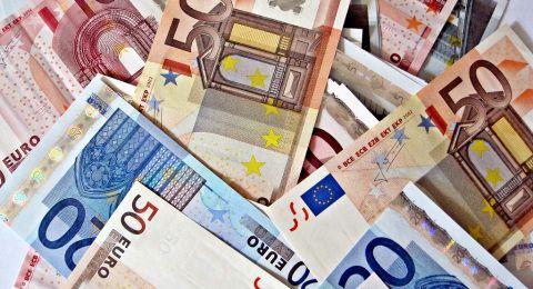 10.5 مليون يورو من الاتحاد الأوروبي للسلطة الفلسطينية .. لدفع الرواتب