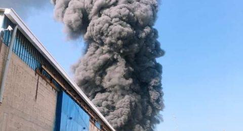 حريق هائل في مصنع قرب عكا
