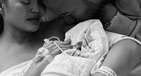 بصور مؤثرة.. زوجة فنان شهير تعلن وفاة طفلهما بعد ولادته