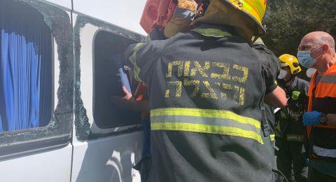 تخليص عالق بحادث طرق قرب نهاريا وإصابة 8 أشخاص