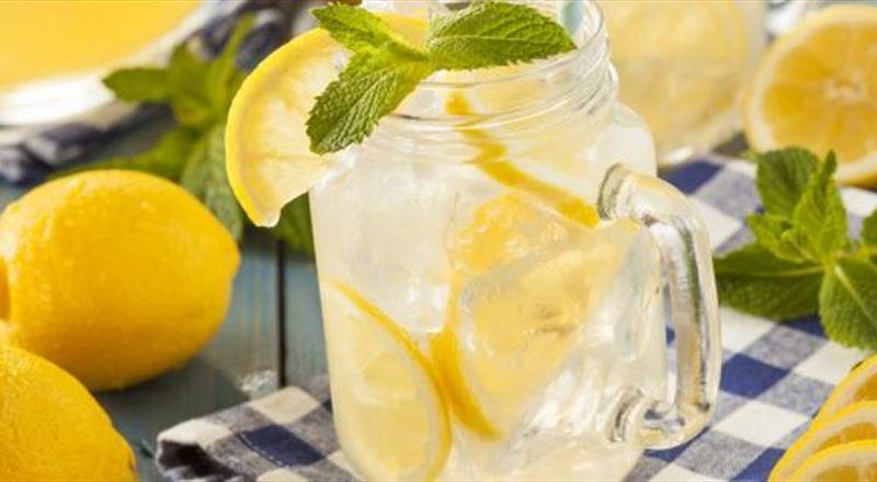تحذير من خطورة كثرة تناول عصير الليمون