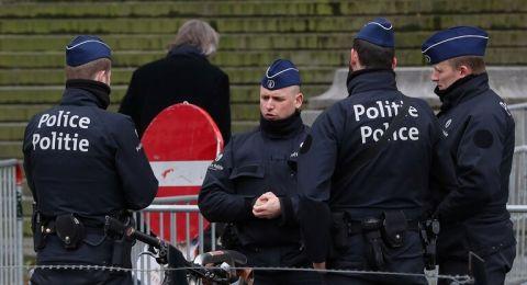 العثور على 12 مهاجرا عربيا على قيد الحياة في شاحنة تبريد خارج مدينة أنتويرب البلجيكية