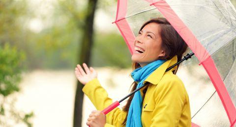 السير تحت المطر مفيد للصحة... وهذه علاقته بخسارة الوزن