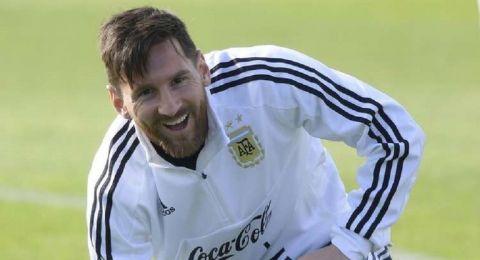 ميسي يقود الأرجنتين في مواجهتي البرازيل والأوروغواي