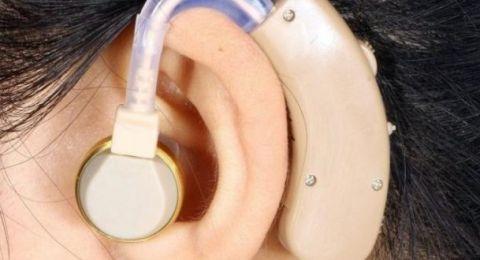 الطب يكشف معلومات صادمة عن استخدام سماعات الأذن