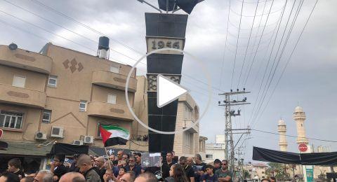 الجماهير تُحيي الذكرى الـ 63 لمجزرة كفر قاسم، ويحملون شعارات منددة ضد العنف
