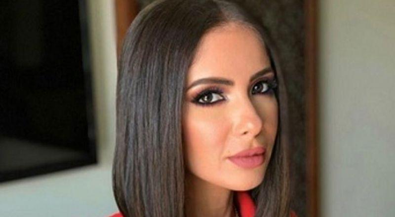 صورة منى زكي تخطف أنظار رواد السوشيال