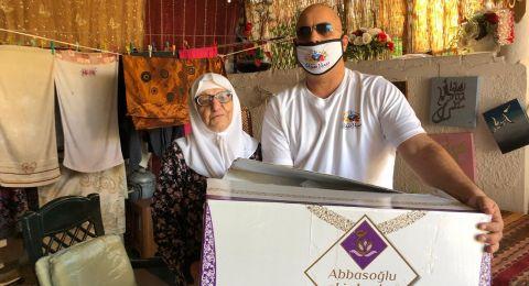 حيفا: جمعية سلامتك توزع الحلوى احتفاء بالعام الجديد