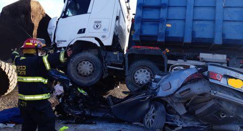 النقب: مصرع شخص جراء حادث طرق بين شاحنة وسيارة خصوصية