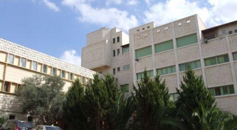 الناصرة- مدير مدرسة المطران: الشرطة حققت مع 3 طلاب بحادثة الاعتداء على المعلم