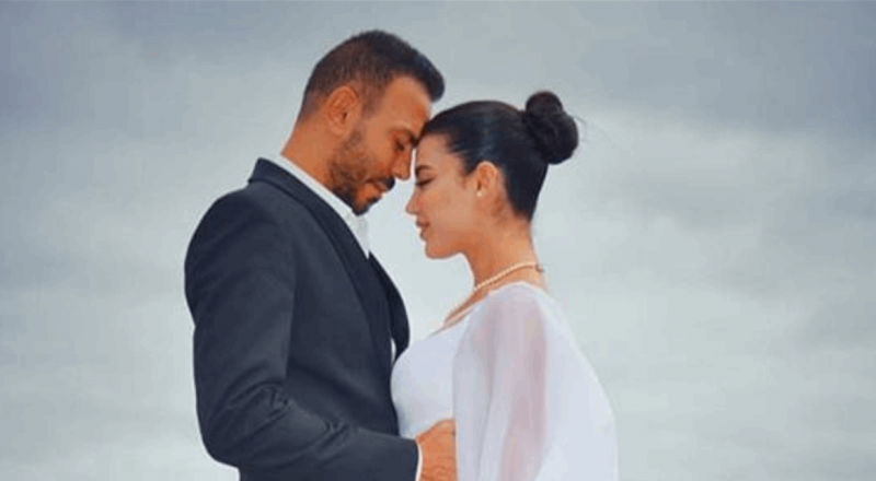 فنان لبناني يُعلن حمل زوجته وهي شقيقة إعلامية شهيرة.. هكذا زف الخبر
