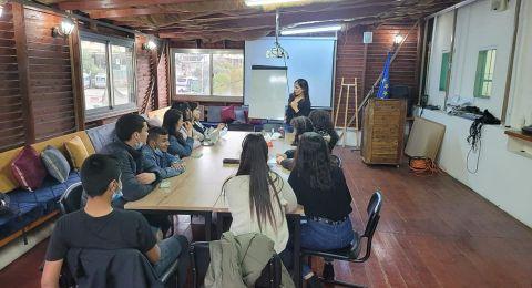 مركز اعلام ووحدة النهوض بمكانة المرأة يطلقان مشروعا تدريبيا لمواجة العنف والجريمة في الناصرة