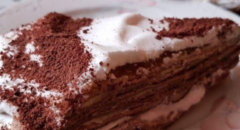 كعكة  طبقات بالنوتيلا والكريمة