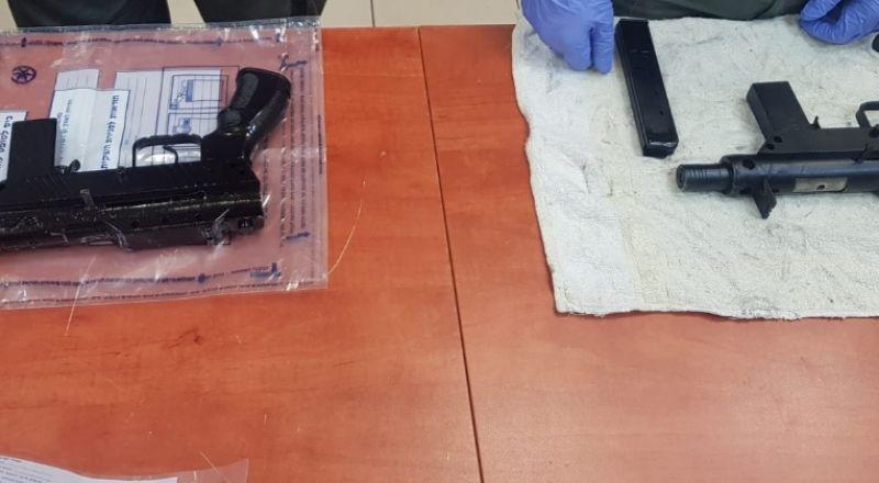 الشرطة تلقي القبض على أحد سكان إبطن للاشتباه به بحيازة أسلحة غير قانونية