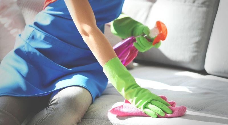 10 نصائح في التدبير المنزلي لتنظيف الكنب
